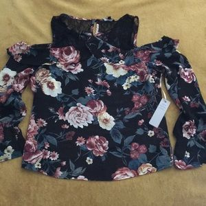 Cute cold shoulder Black  floral top size S NWT
